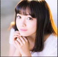 橋本環奈さん(22歳)と中森明菜さん(55歳)とでは、   どちらが可愛くて、恋人にしたいですか??