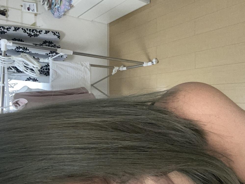 いま現在これくらいの髪色でブルー系?のアッシュなんですが、ピンク系よりの茶色いに戻したいんですが、綺麗に戻りますか? 市販ので戻したくて、前回美容院でブリーチとブルー系アッシュを入れてもらいました。 アドバイスお願い致します。