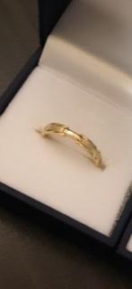 この指輪はどこのやつですか?