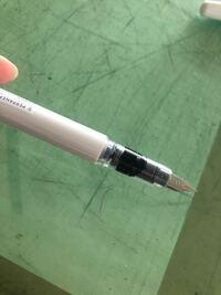 万年筆のカートリッジを装着した時に画像のように中に漏れてる感じになりました。インクは出るので問題ないのですが、少し失敗してますか?笑