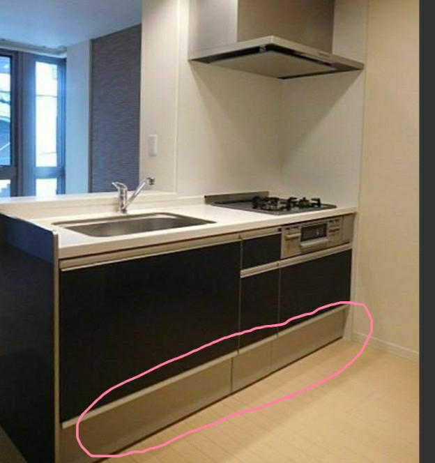 この写真のキッチンの丸で囲った部分は引き出しなのでしょうか?