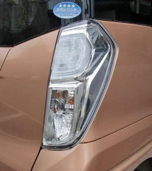 車のテールランプについてです クリア化したいのですがどのお店でやって貰えるかが 分からないので教えて頂きたいです。 ちなみに車種はアコードCF4です
