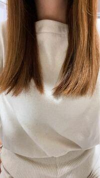 髪型が気に入らないのですが、次髪を切る時どういえば改善されますか?私は毛先も前髪もバツンと揃えたりするのが苦手で、毛先をパラパラ〜と、自然な感じに見せたいのですが毎回なぜかこんな感じに切られてしまいま す。これだと重たく見えませんか?それを少し軽く見えるようにしたいです。どう注文するべきですか?顔つきのせいか、何故かどの美容室にいっても前髪や毛先を重くされがちです。目つきが少しきついのですが...