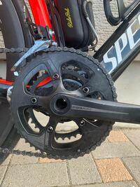 ロードバイクのチェーンリングについて質問です。 クランクアームが5穴対応なら5穴対応のチェーンリングを買えば付けられるのでしょうか? ちなみに自分はプラクシスワークスのクランクです。