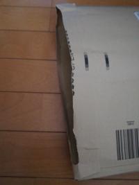 Amazon返品をしたいのです。 封筒で届いたものを開けてしまったのですが、空いた部分はガムテープとかで閉めた方がいいですか?