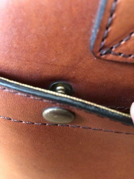 カバンのボタンが壊れました、修理する部品などあれば教えてください。 この部品の片方が取れてしまいました。