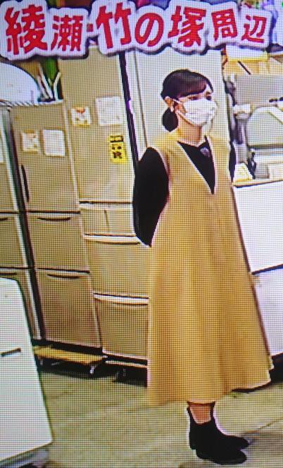 田中瞳アナの衣装、マタニティドレスみたいですか?