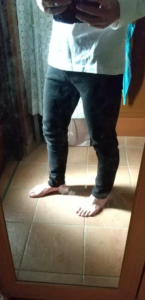 先日、脱ジャージをした高校生ですが、黒スキニーを穿くには足が太いですか? ユニクロの3000円のやつです。野球部です。