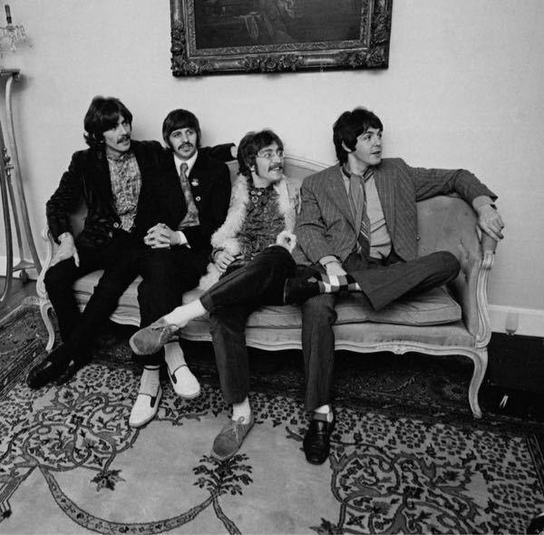 最近the Beatles にハマった者です。 下の写真のメンバーの名前を左から教えてください。