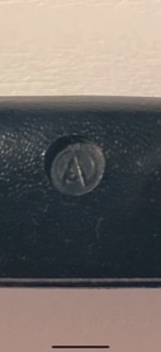 このブランド何かわかりますか? アコギケースです。
