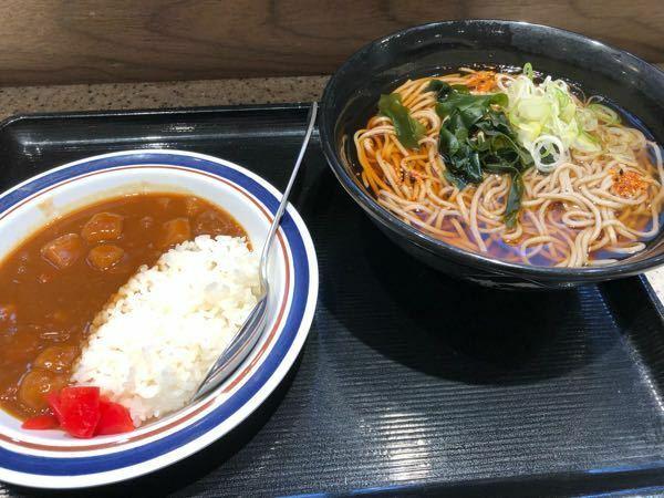 あなたは朝めし食べてますか? 私は早く家を出たら富士そばでかけそばかコロッケそばを食べます。時間がないとファミマのおにぎり2個。職場で歯磨きして少し吐きます。
