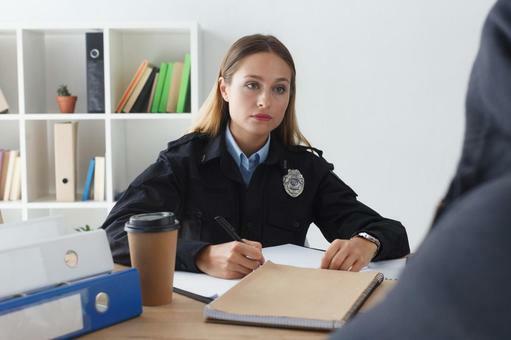大喜利。アメリカの警察の取り調べです。女性警官と容疑者のセリフをお願い致します。最後は「欧米か!」とこちらがツッコミます。