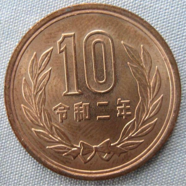 日本の元号ついて。 . 役所や色々な手続きでは西暦に統一すべきじゃないでしょうか?元号が変わる度にややこしいです。 . 硬貨や式典などには残す感じで。たぶんメインの服装が和装から洋装に変わっても着物は残ったように文化としては残ると思うんですが…。