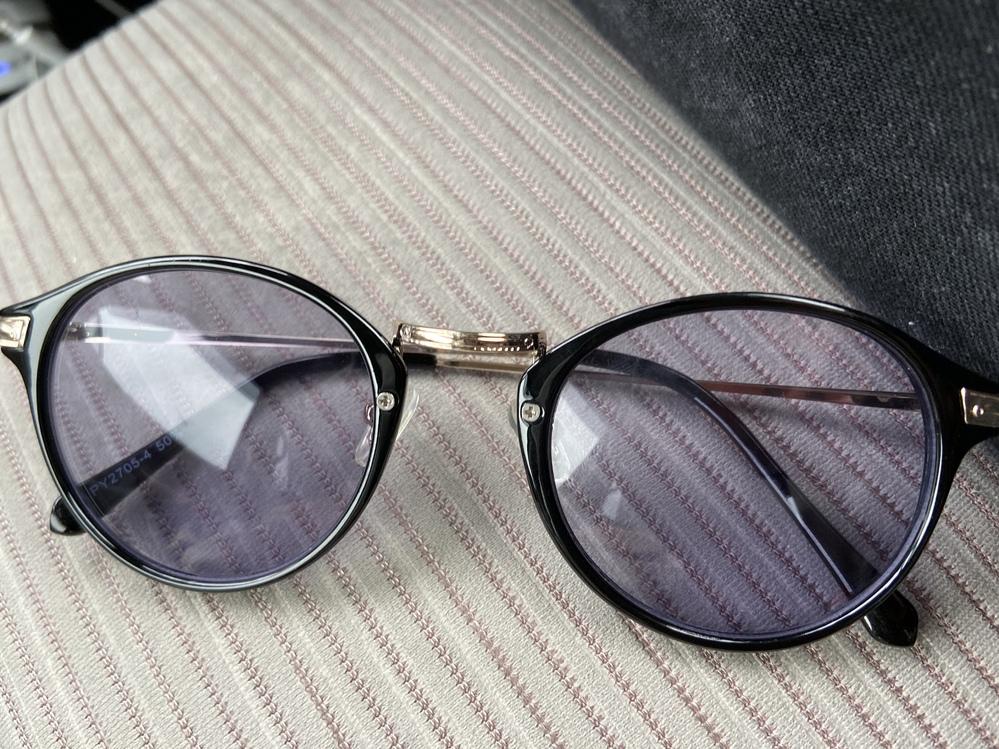 元彼がくれたやつなんですけど、どこのサングラスかわかる人いますか?