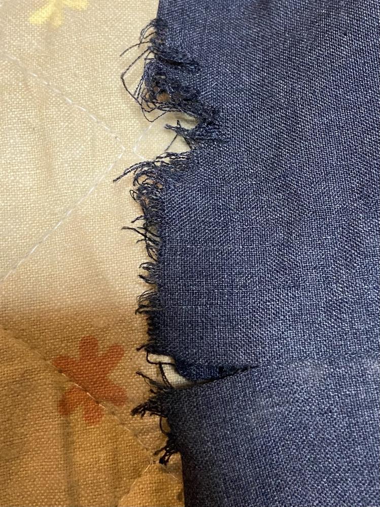 制服 ほつれ このほつれはどうしたら直せますでしょうか、 学校の規則上折り曲げて縫うのではダメだそうです。