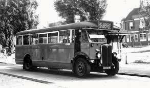 なぜこのバスは片方にだけ運転台があるんですか?