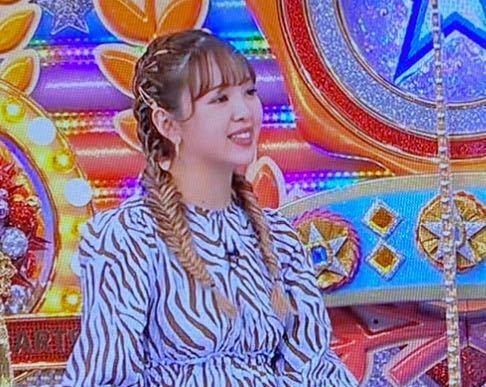 写真の藤田ニコルさんのヘアスタイルの名前わかる方いますか??このヘアスタイルのやり方ってネットとかに載ってますか?