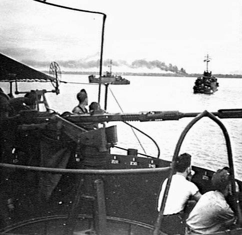 なぜLCI(大型歩兵揚陸艇)は舵が2枚あるんですか(LSTやLSMもですが)❓