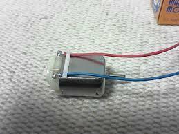 界磁が永久磁石のモーターは発電機になりますが、界磁が電磁石のモーターも発電機になりますか?