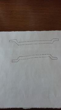 車につけるインテリアバー(車内のアシストグリップ部分につける)を探してるのですが、画像の上のような形のはよくみますが、下のようなグリップにつけると、バーが上側になる形のインテリアバーってありますか?