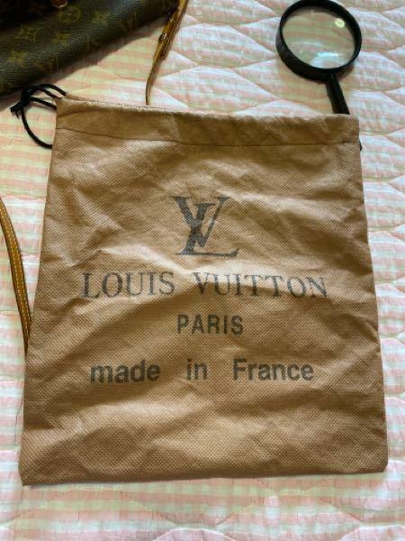 過去のVUITTONの保存袋にこのような印字の不織布の袋ってあったんでしょうか。 2000年製造のポシェット ツインPMが入っていた物です。
