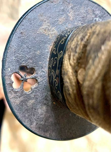 この刀の鍔の模様は何の意味があるかわかりますか?わかる方がいたらよろしくお願いします。