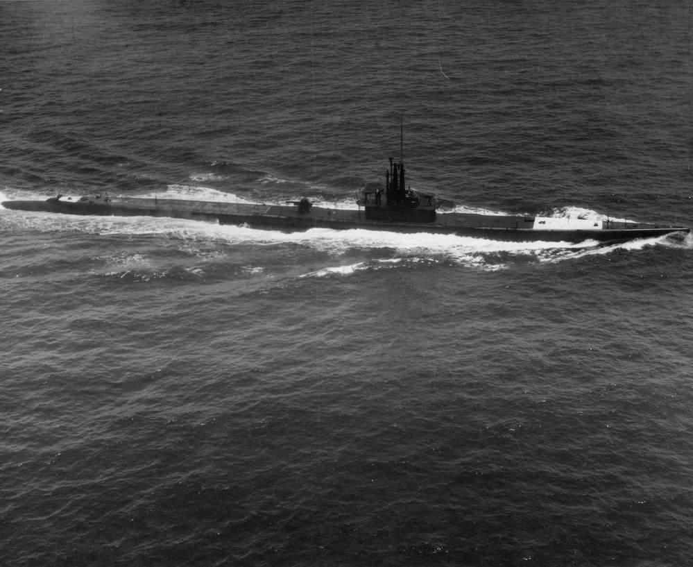 潜水艦の排気管ってどこですか?