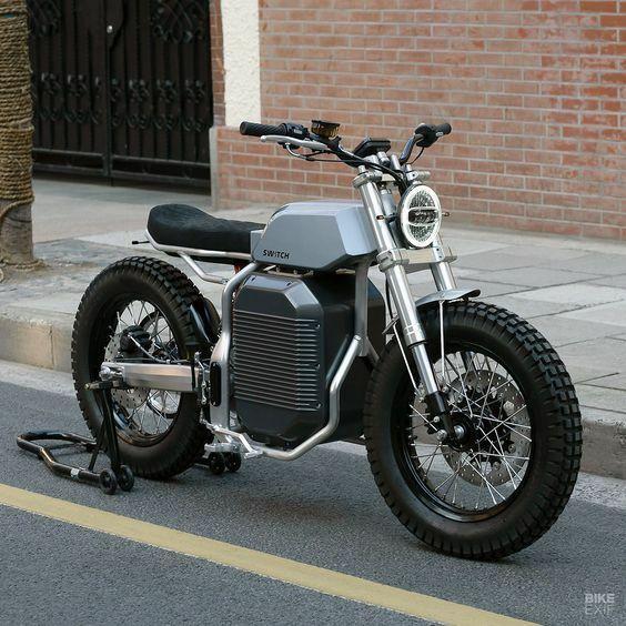 やはりバイクは車と違いエンジンの造形美ですか? この画像を見ると、どれだけエンジン以外の部分がまとまって いても、エンジン部分がバッテリBOXみたいじゃダメですか?