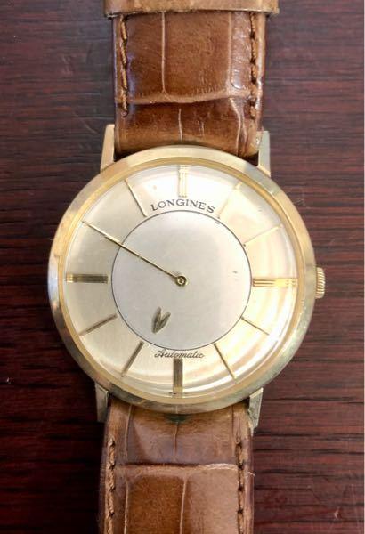ロンジン 1950年代 ミステリーウォッチ 10KGOLDFILLED (不動)について質問させてください。 時計修理専門店で尋ねたところ、修理には4万円以上かかると言われました。どこの時計修理屋さんでも基本的にそんな値段なんでしょうか?また、そこまでして直す価値があるのかもわかりません。(特に誰かの思い出の品というわけでもないのです。) つい先日この知恵袋で、私の手元にある価値不明の古い腕時計がこの「ロンジン ミステリーウォッチ 10KGOLDFILLED 」であると教えて頂きました。「ちゃんとした良い物なので大切にしましょう」とのコメントも頂きました。ただ、不動の状態で使用できません。 そこで地元の時計修理の専門店へ行き、尋ねてみると、「これはオーバーホールするのに4万円以上かかる」と言われてがっかりして帰宅しました。どこでもそんなものなんですか。 またこれとは別に、ネットの無料査定サービスで、「不動」であることを明かした上で査定してもらうと、「5,000円」と「10,000円」の二件のレスポンスがありました。 私としては大切にしたい気持ちはあるのですが、動かない時計を持っていても仕方ないので手放してもよいと考えています。