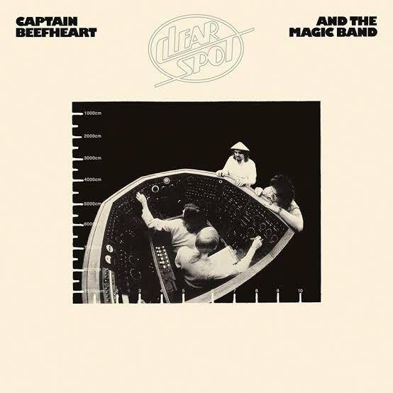 Captain Beefheartというと Trout Mask Replicaだけ持ってる という人が多くないですか? Rock名盤選とかによく載っているし ジャケットもインパクトがあるからと 買うのだと思いますが そもそも評論家や編集者たちは なんでアレばっか載せるんでしょう? 入口としてあんな踏み絵みたいな アルバムはどう考えても不適切。 カッコいいアルバムが たくさんあるのに そこにたどり着けない人の多さには 勿体無さしか感じません。 Lou Reedの代表作として Metal Machine Musicばかり 紹介されてるようなものでしょ? Clear Spotあたりが入口になってれば 全然状況が変わると思うけど… 皆さんはどう思われますか?