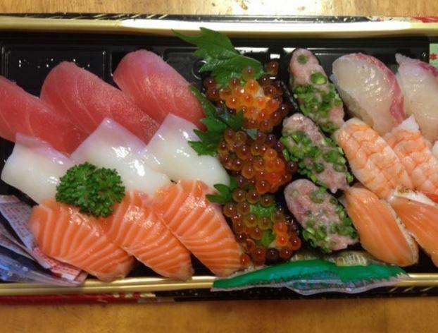 握り寿司を買ってきたら 飲みたいお酒は何ですか? とりあえずビールですか( ´∀` )//
