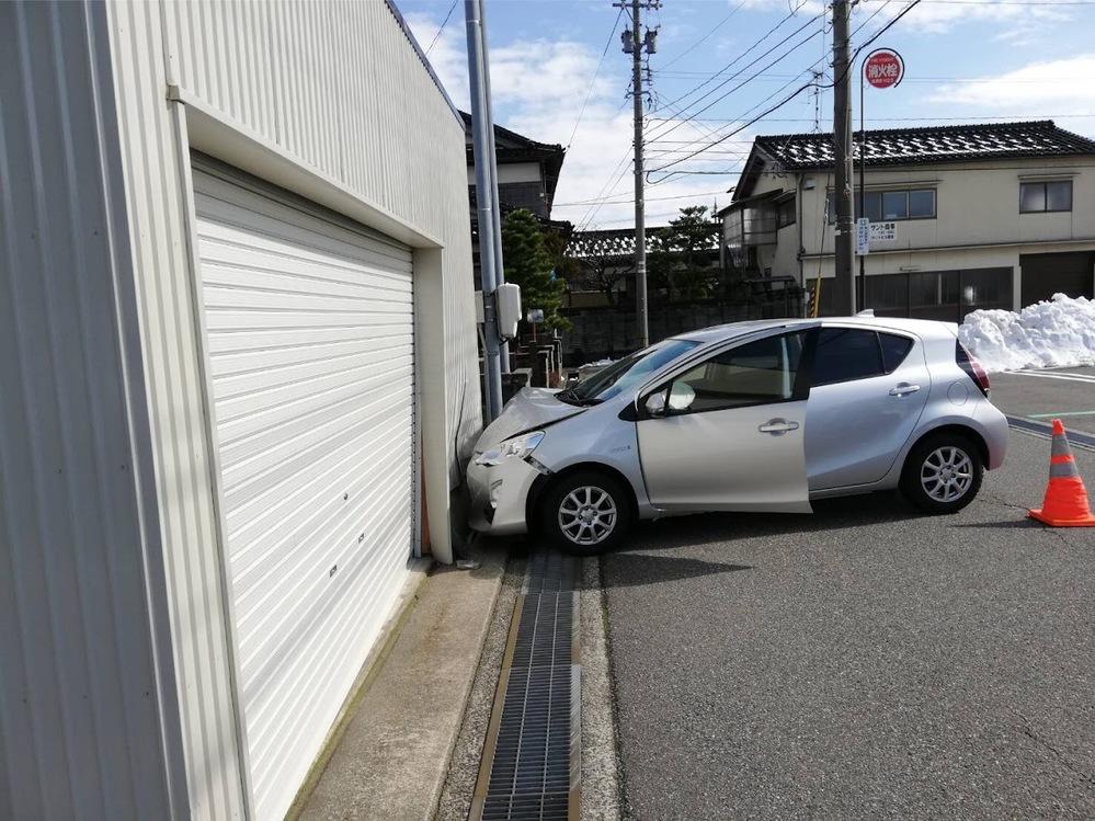 車って20万㎞、30万㎞乗れるといわれますが、あちこち修理しながら乗る人って多いですか? あちこち修理するより乗り換える方が気持ちがいいし安いと思います。 故障を恐れながら乗るのは嫌でしょ。 遠出して走行不能になるなんて最悪です。