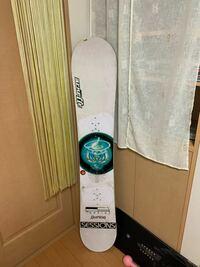 このスノーボードはいつのモデルなのでしょうか??バートンのカスタム?らしいです。 回答お願いいたします。