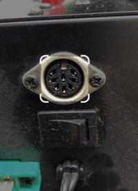 このコネクタの形状の規格ってなんでしょう。 ケーブルを紛失してしまったのですが、 紛失したケーブルは、画像の端子からコンポジット映像信号(黄色)に変換していたものでした。 別のケーブルで代用できれば良...