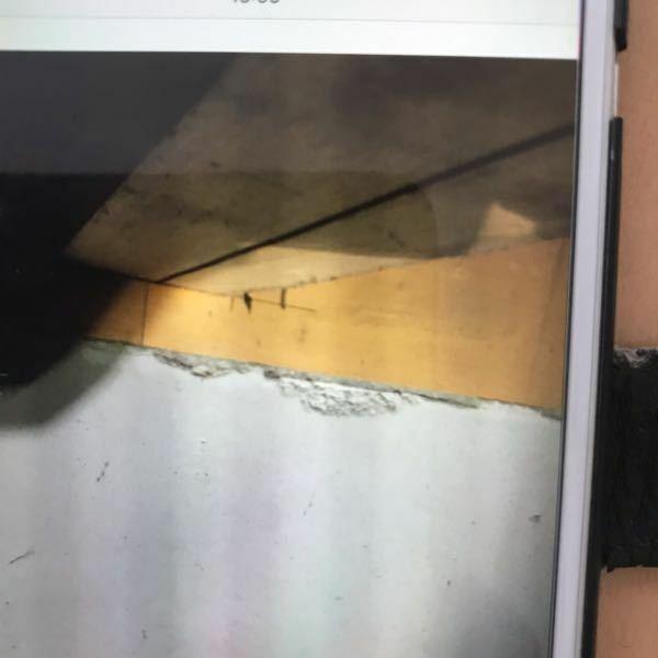 築22年の家の床下を点検していたら、基礎部分に剥離箇所を発見しました。どの業者に頼んで工事を依頼したらいいのか分からないので分かる方教えて下さい。 どんな工事方法があるのかも知っていたら教えて下さい。