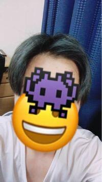 最近センター分けの練習をしてるんですがどこか変な気がします。友達に見せたら変じゃないとは言われるのですが自分が今まで前髪を上げる髪型をやってこなかったこともありどこか変な気がします。この髪型は変じゃな いですか?また変ならどこがおかしいかも教えて欲しいです。写真はドライヤーだけでセットしている状態です。