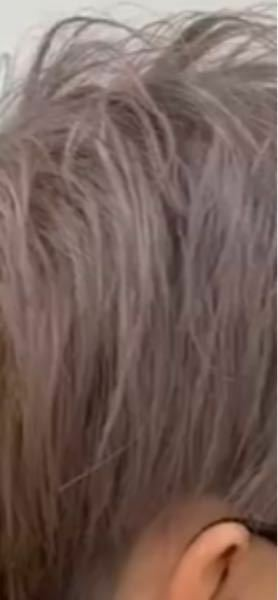 この髪色には眉毛は何色が合いますか?