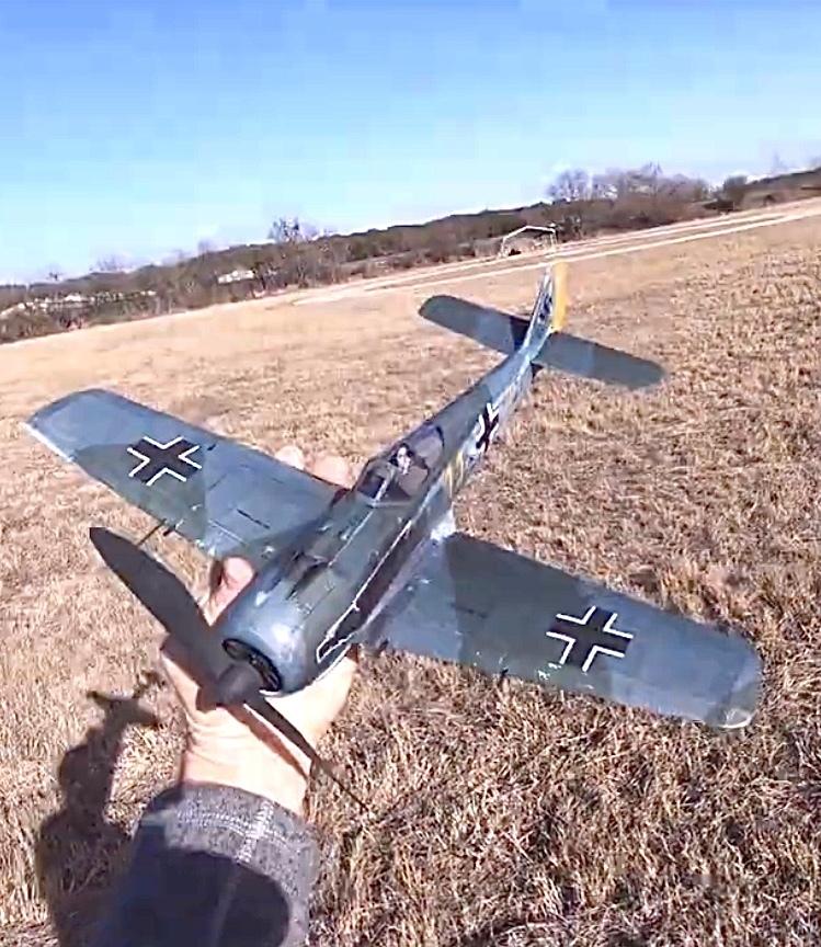ゴム動力飛行機、作りました。 良い味出てますか?