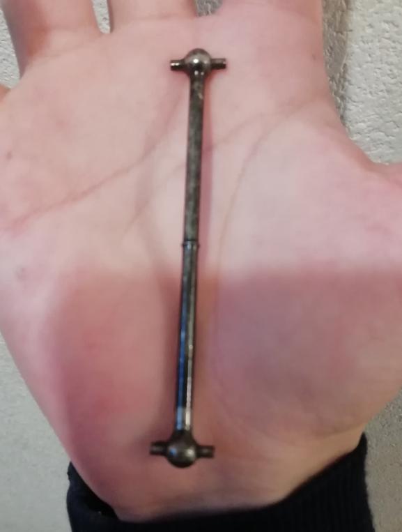この金属のやつはなんのパーツですか。家の中歩いてたらなんか落ちてたんですけども