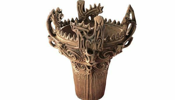 縄文式土器って 絶対使えないと思うんですけど。 主婦的にはこんなん旦那が買っできたら 家に入れません。 何に使うの?これ?