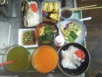 みなさん納豆もずく掛けご飯は好きですか?…僕は「微妙」です小松菜と油揚げのお味噌汁は美味しかったです❤。