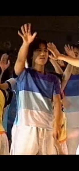 【 黄金期ジャニーズjr.の名前 】 1990年頃実施の、ジャニーズJrの単独コンサートでの、画像です。 何と言う、男の子でしょうか? 前後の様子から、町田慎吾くんと、仲が良いようです