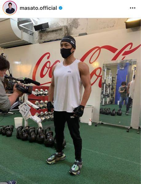 魔裟斗さんの履いているこのスニーカーは 何処のか分かる人、教えてください(^人^)