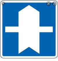 教習所の仮免前で不安な問題があるので質問させて下さい。 優先道路の標識についてですが、例えば「この標識は前方に優先道路が出現することを示している」 この問題は誤になるんでしょうか? 解説もお願い致します