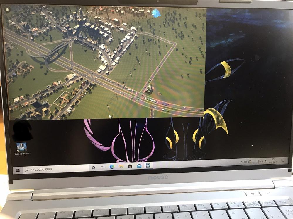 Cities skyline というsteamのゲームをやってる最中に、画像のように元々フルスクリーンだったのが小さくなり、ゲームの操作ができなくなりました。 (カーソルは動きます) どのように解決すれば良いでしょうか。