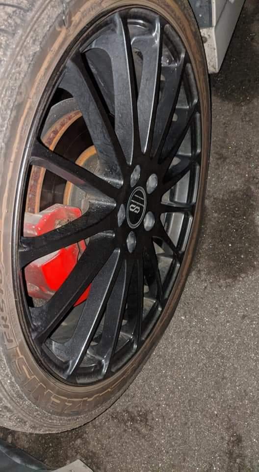 このホイールの型番わかりますか? エンケイのようです。 ちなみにプリウス30についてます。 タイヤは225/40/18です。 よろしくおねがいします。