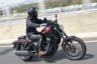 レブル1100について質問です! アメリカンバイク?なのに足を前に放り出すスタイル ではありませんが、クルーザーバイクでそういう風に するメリットは何ですか? バンク角が深くなってスポーツネイキッドのように コナーリング出来るとかですか?