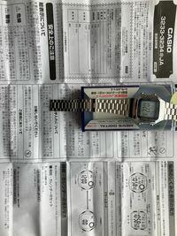 カシオの時計を買ったら、時計と取扱説明書にあるデザインが違うのですが操作方法は同じということですか?amazonで買いました。新品と書いてありましたが中古ですか?