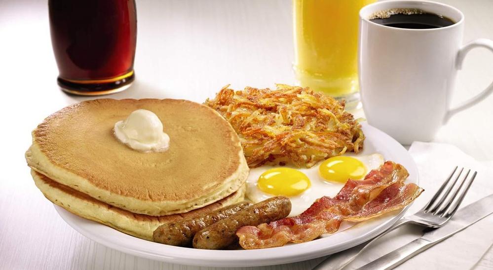 これはアメリカのデニーズなんですが、こういう朝食が食べられるところって日本にありますか?