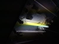 照明器具を外す前に、引っ掛けシーリングがついているかどうか確認する方法はありますか?  1992年築の賃貸アパートに住んでいます。 洋室の一室が直管蛍光灯タイプの照明器具が最初からついているのですが、扱いにくいので、できればシーリングライトに交換したいです。  ネットで色々調べていると、直管蛍光灯タイプの照明器具でも引っ掛けシーリングが付いている場合と、付いていない場合があるようなの...